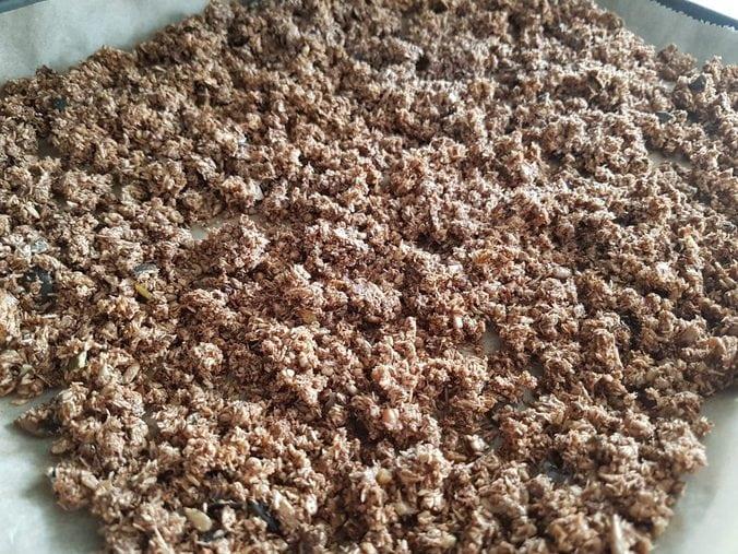 LowCarb Crunchy-Müsli auf dem Blech