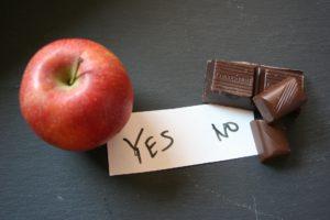 """Warum nehme ich nicht ab: Links Apfel mit """"Yes"""" und rechts Schokolade mit """"No"""""""