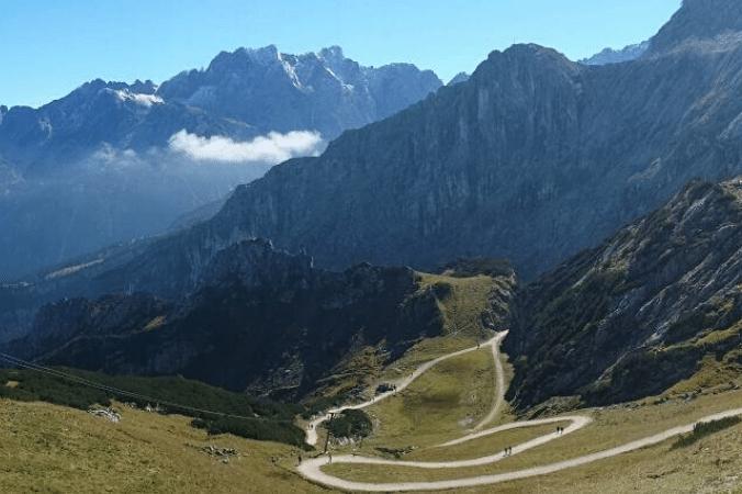 Berge, Tal und Plateau