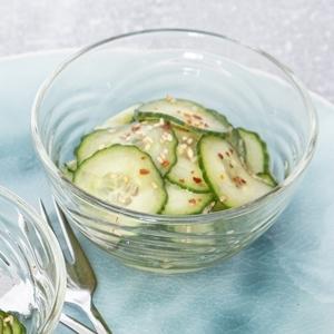 Gurkensalat mit Ingwer und Sesam